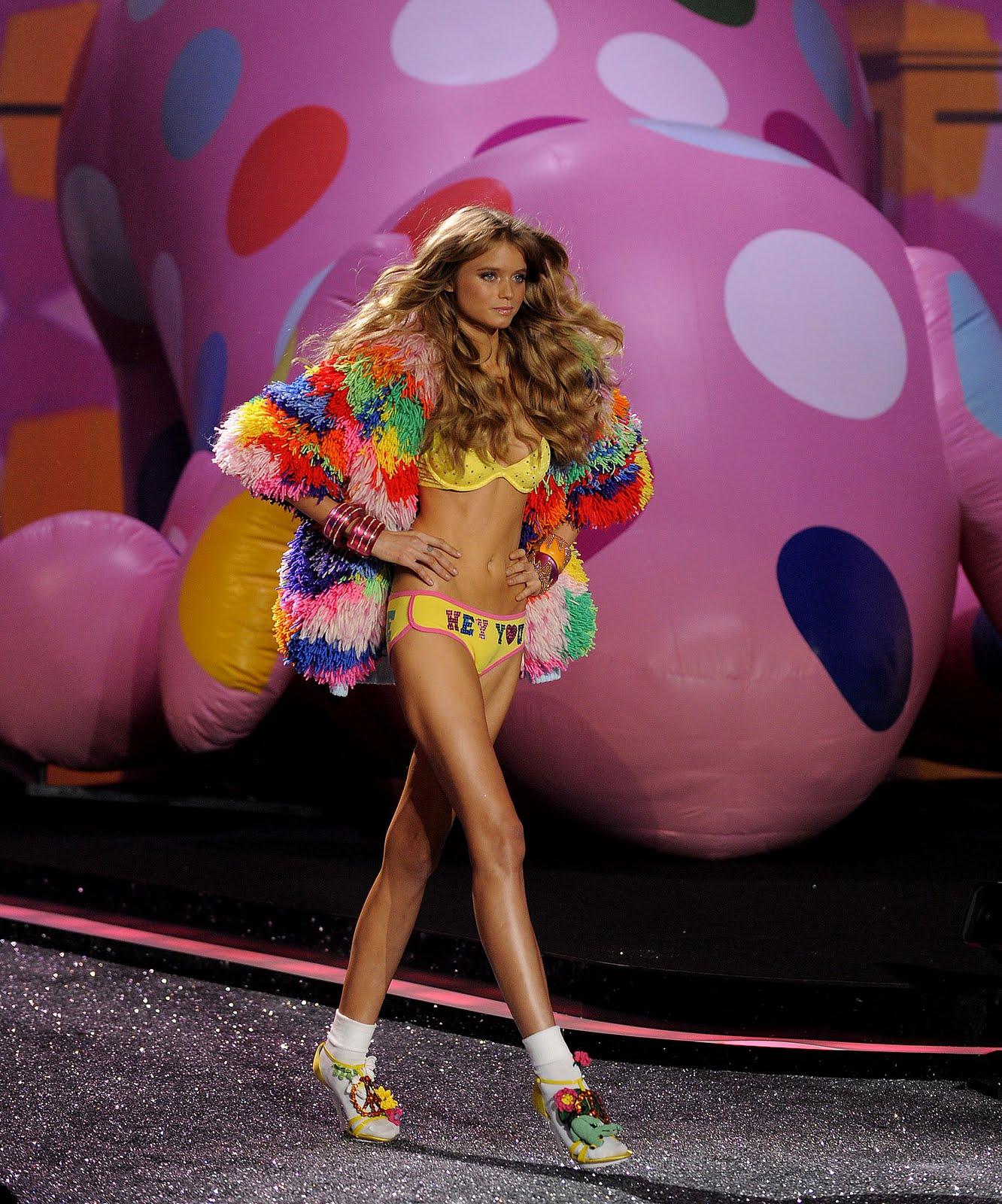 http://3.bp.blogspot.com/_TL3kwXYIJaI/SwhOmjIeynI/AAAAAAAADdE/JrSeE_ShmRk/s1600/The+2009+Victoria%27s+Secret+Fashion+Show+029.jpg