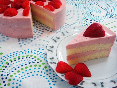 Healthy Delicacy: Strawberry Yoghurt Mousse Cake