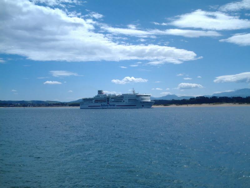 El Ferry desde Playa de los Peligros en Santander