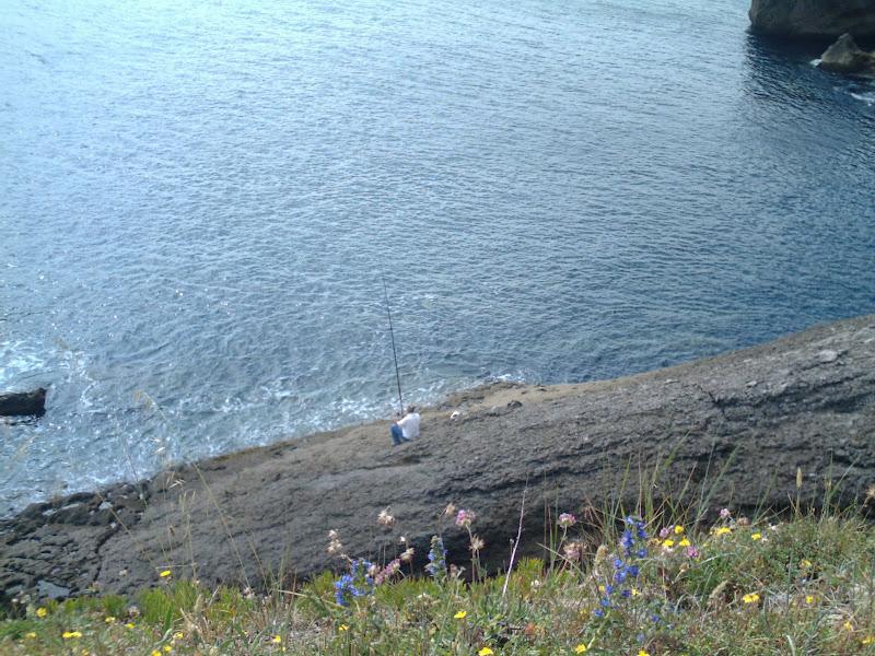 Pescador a caña en Península de la Magdalena