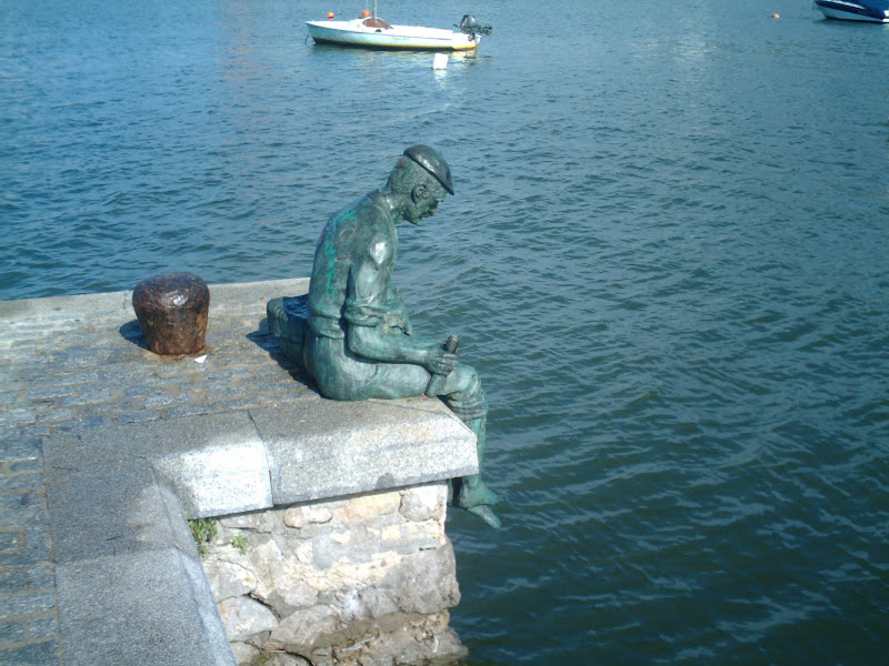 monumento al pescador en El Astillero