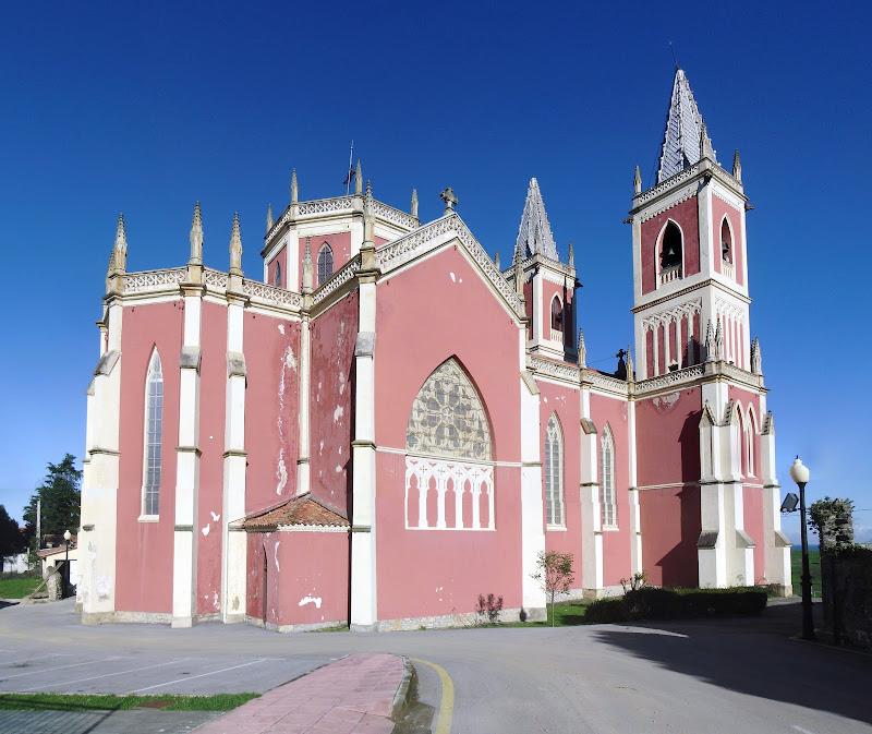 Iglesia Parroquial San Pedro Ad Víncula de Cobreces