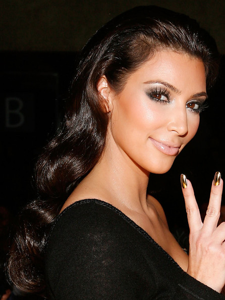 Top Beautiful Women Hairstyles brings you Kim Kardashian 2010 Long Wavy