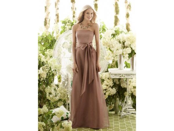 Peinados vestidos para las invitadas a una boda for Boda en jardin vestidos