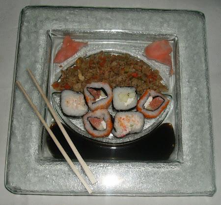 Plato cuadrado para sushi con arroz