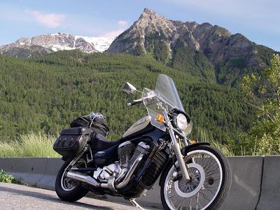 Robin's motorcycle, Suzuki 800 Intruder
