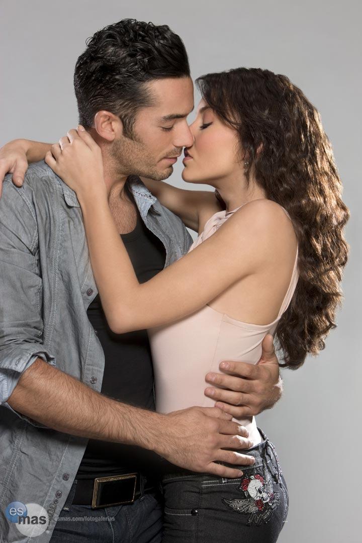 http://3.bp.blogspot.com/_TSpEc3dwCbY/TFrxt8lnpGI/AAAAAAAABDg/JSU23uCziGE/s1600/beso+teresa+telenovela.jpg