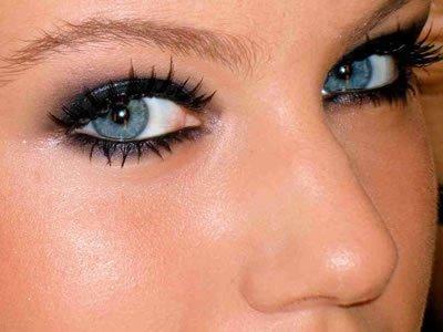 [olhos_bem_maquiados.jpg]