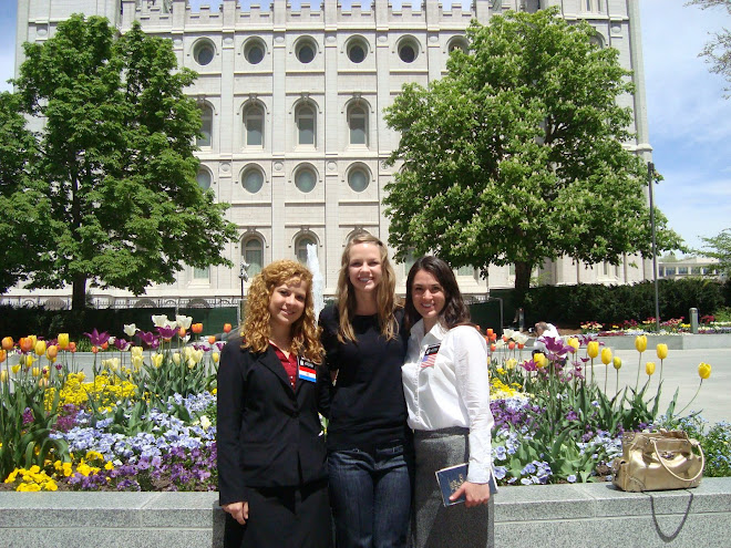 Sisters on Temple Square