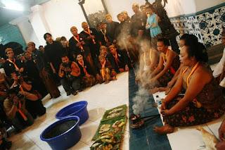 Ritual malam satu suro cuci pusaka