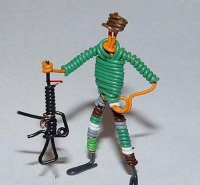 மின் வயரினால் செய்யப்பட்ட அழகான மனிதர்கள் துப்பாக்கிகள் 47137,xcitefun-wire-soldiers-3