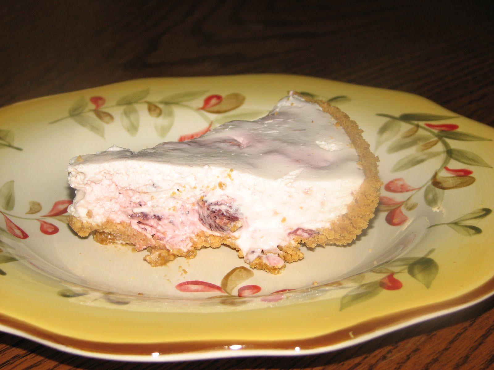 Angie's Kitchen: STRAWBERRY ICEBOX PIE