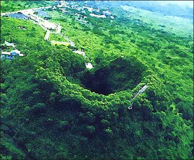 http://3.bp.blogspot.com/_TXBid6P--FM/RtyVU51dL1I/AAAAAAAAAII/li50-igeavg/s400/Leiqiong+Volcano+Geopark_China.jpg