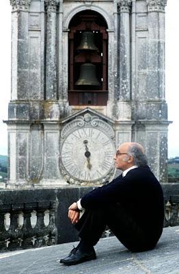 José+Saramago+escritor+portugués+en+el+edificio+en+el+que+ambientó ...