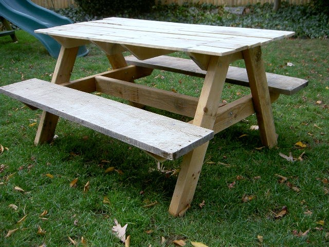 That 39 s my letter p is for picnic for Pallet picnic table plans