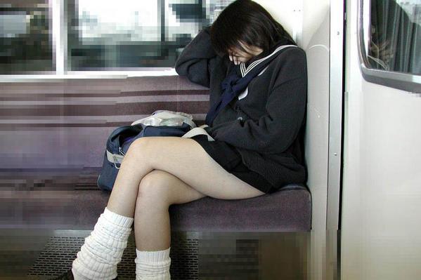 фото японок под юбкой