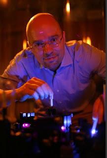 Tobias Hertel in the lab