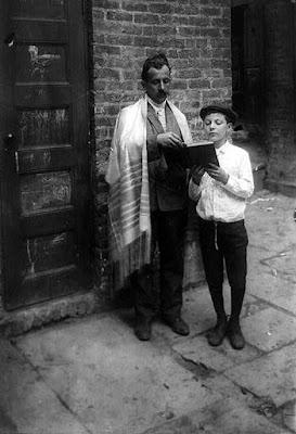 Rosh Hashanah, Man wearing tallit