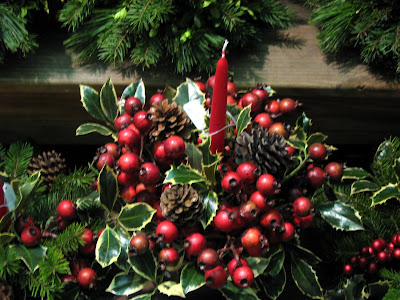 Christmas Hollyberries Candle and Pinecone