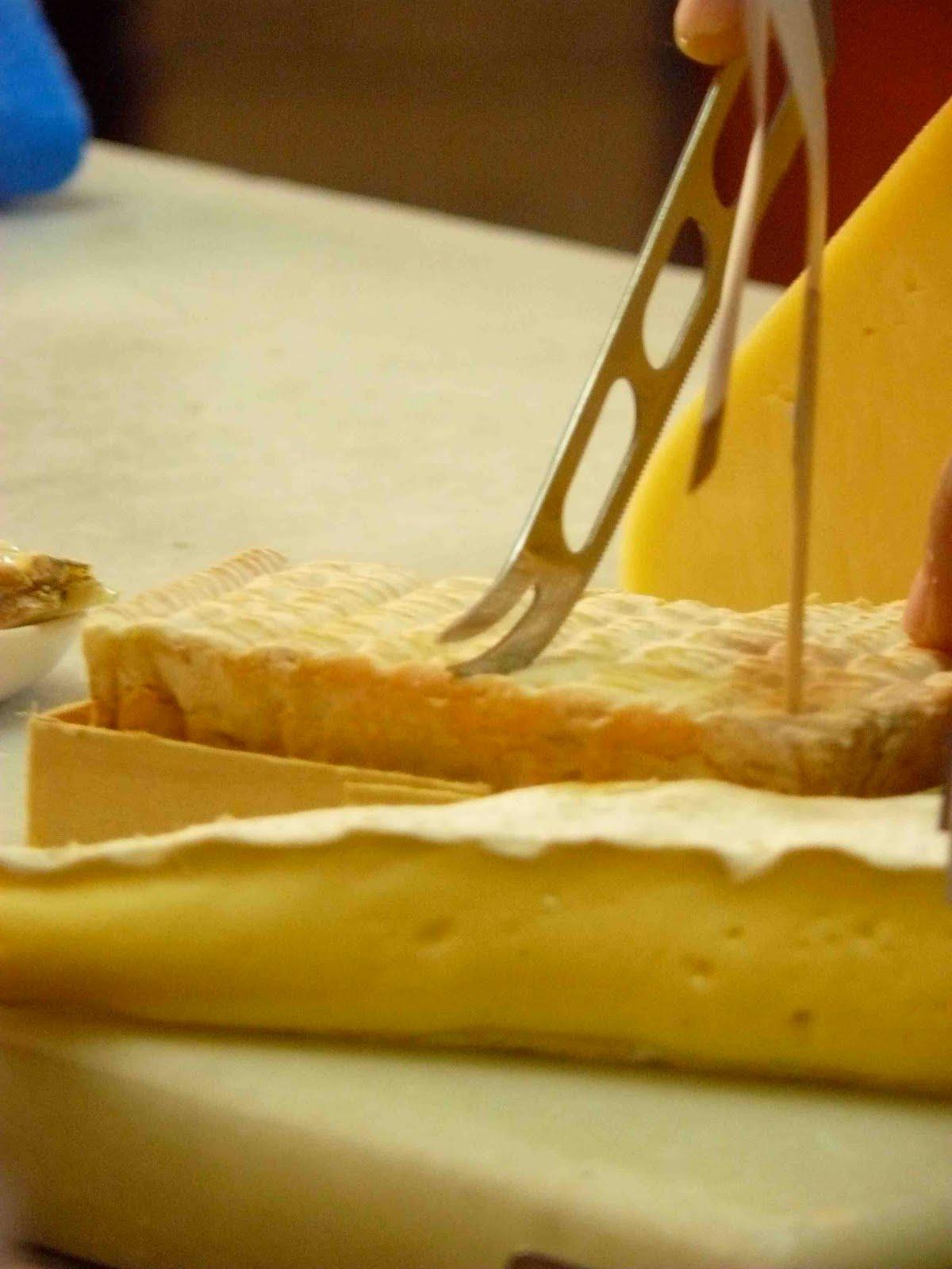 Romanescook blog clase magistral de quesos en casa vicent for Cuchillo cortar queso