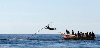 Berburu Ikan Paus