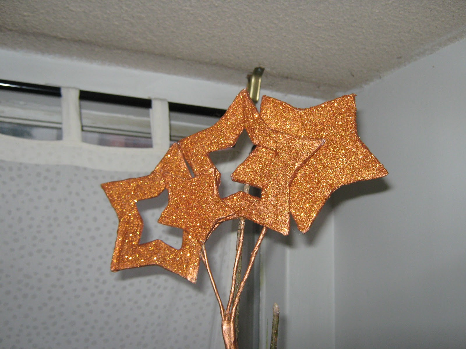 aqu les pongo unas estrellas hechas a mano y muy bonitas para decorar el rbol de navidad la clsica punta en el rbol que no puede faltar