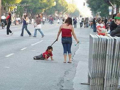 asik jalan dengan anak