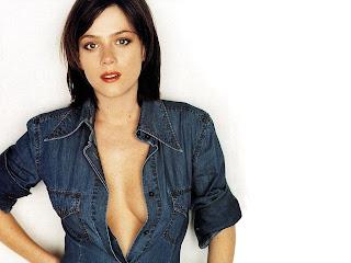 Television Actress Anna Friel Hot Wallpaper