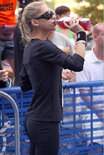 Sexy Anna Kournikova in Black Tennis Outfit