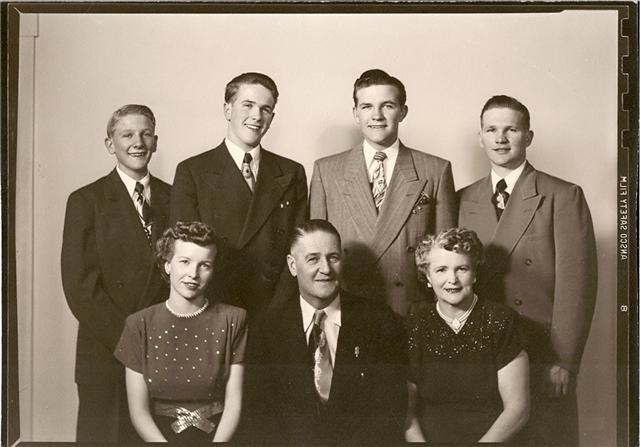 James & Thora Munson & Siblings