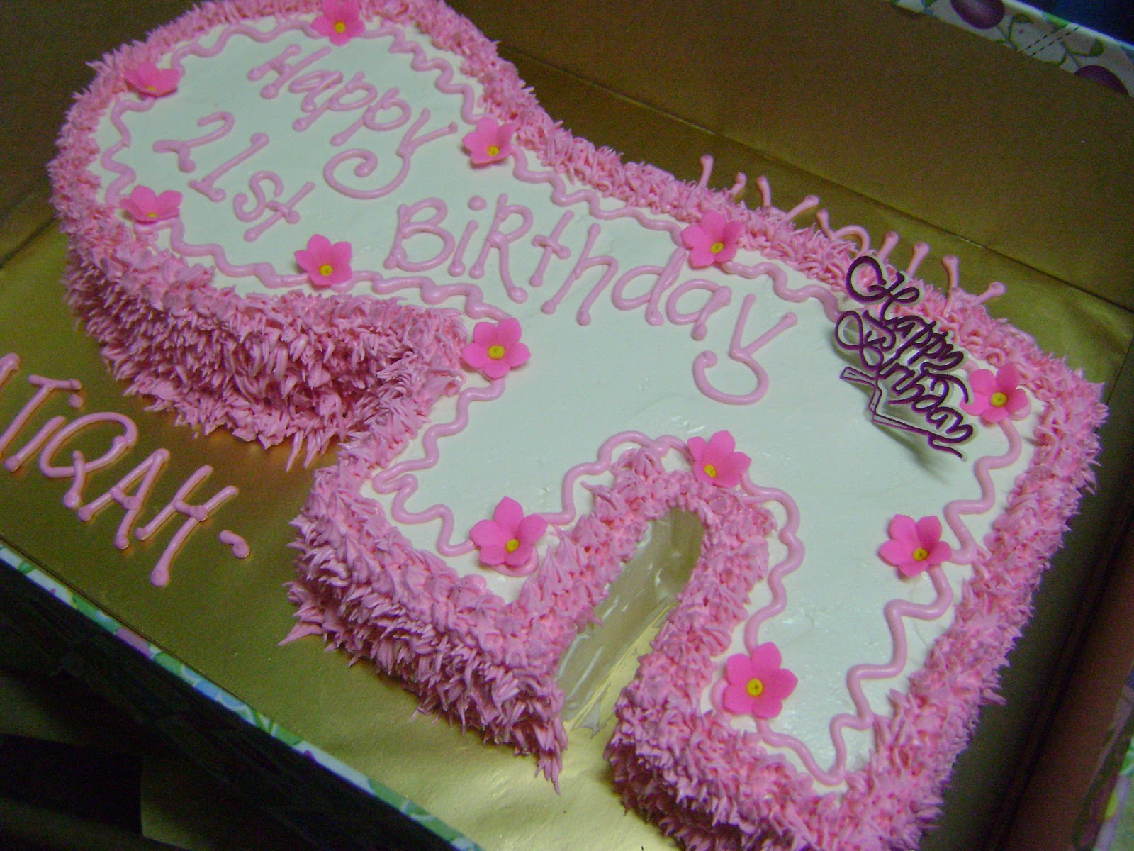 Happy 21St Birthday Cakes http://irenebakelove.blogspot.com/2010/10/happy-21st-birthday-key-shaped-cakes.html