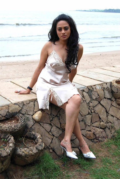 shika puri spicy crossed legs thunder hot images