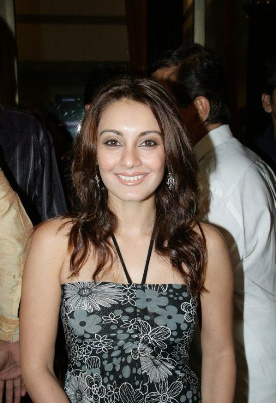 hot girls wallpapers without clothes. Minissha Lamba Without Bra And
