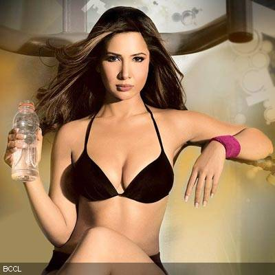 Chita Johnson Hot http://bollywood3000.blogspot.com/2010/06/kim-sharma-photos-and-wallpapers-hot.html