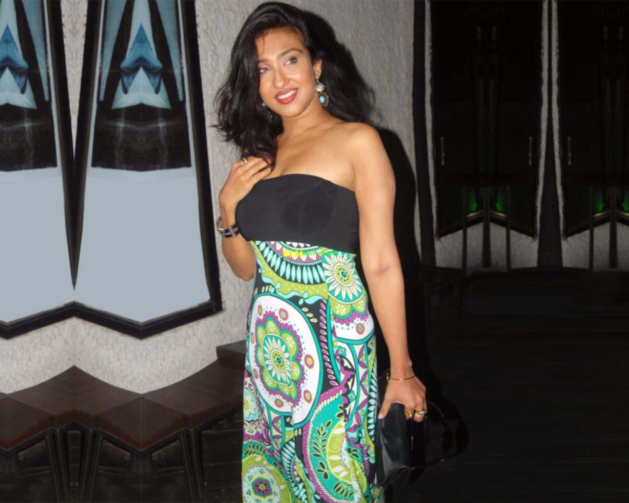 bollywood fan: Minissha Lamba Hot Wallpapers: Hot Bikini