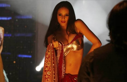Jennifer Lopez&#39;s cousin Caterina Lopez in an item song