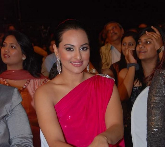 Sonakshi Sinha in Red Gown at Stardust Awards 2011