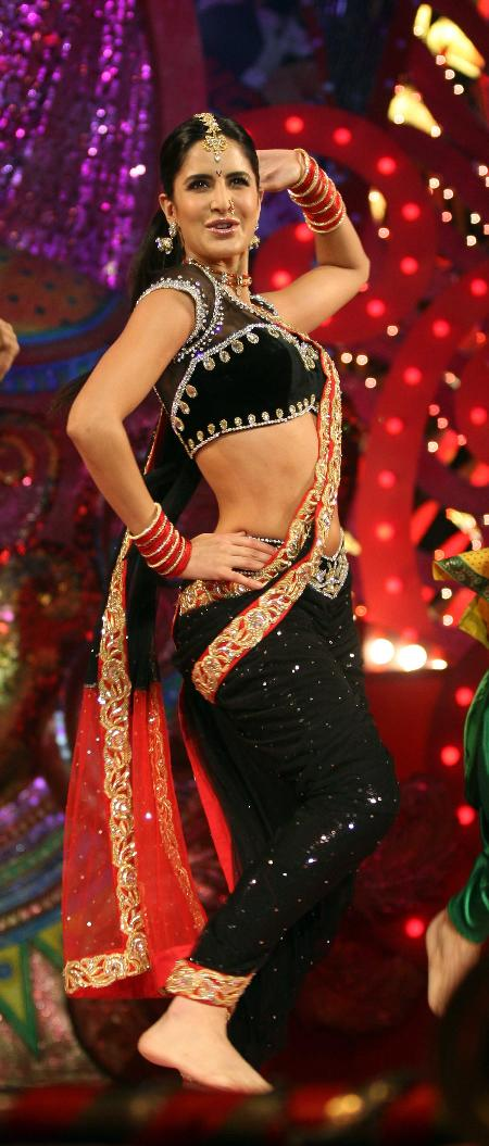 Katrina Kaif, Sonakshi Sinha Hot at Stardust Awards 2011