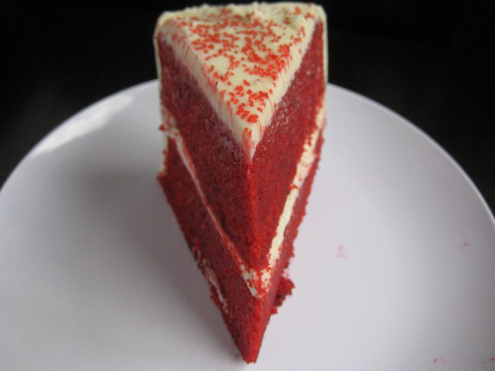 Cake Red Velvet White Chocolate : The Hedonistic Kitchen: Red Velvet Cake with White ...