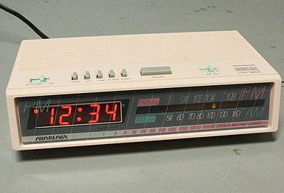etsy vintage vintage pink alarm clock radio. Black Bedroom Furniture Sets. Home Design Ideas