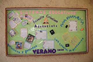 PERI  DICO MURAL SISTEMAS EDUCATIVOS