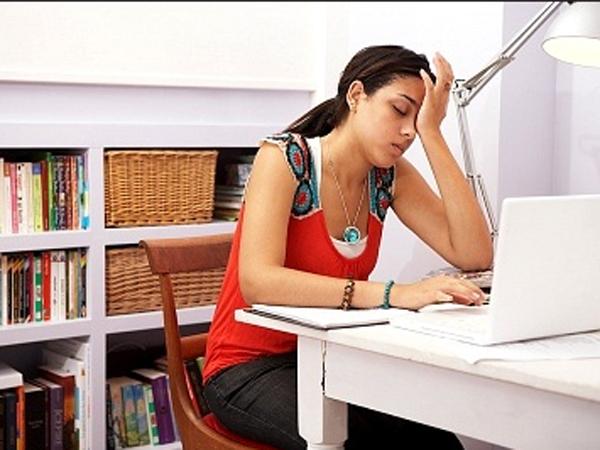 Com - banyak orang bekerja terlalu keras, bahkan tak jarang pekerjaan