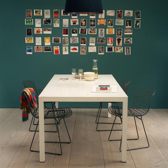 Kartu Pos : Yup, kartu pos bisa dipakai untuk mendekor kamar, sebagai