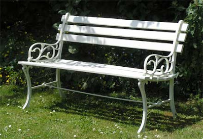 Cast Iron Garden Bench on Elegant Cast Iron And Wood Garden Bench Except That It S Not At