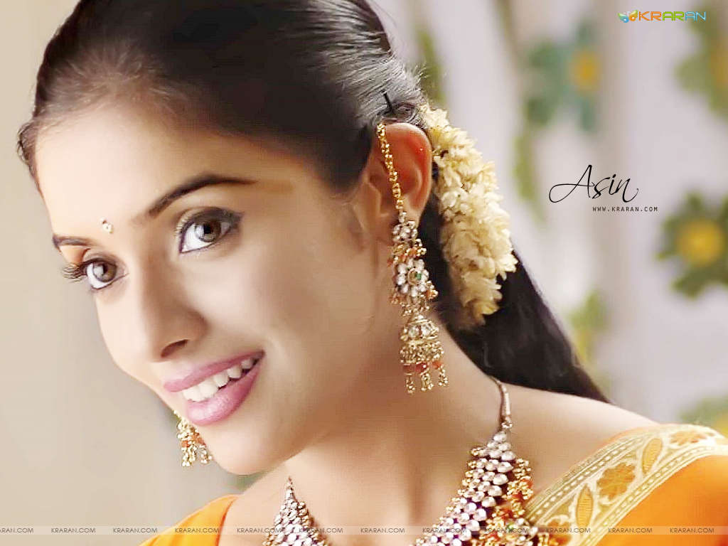 http://3.bp.blogspot.com/_Toi-rh0Nm00/SwPBil6TYQI/AAAAAAAADkQ/K_zpCjG9tSI/s1600/asin+super+wallpaper+in+saree.jpg