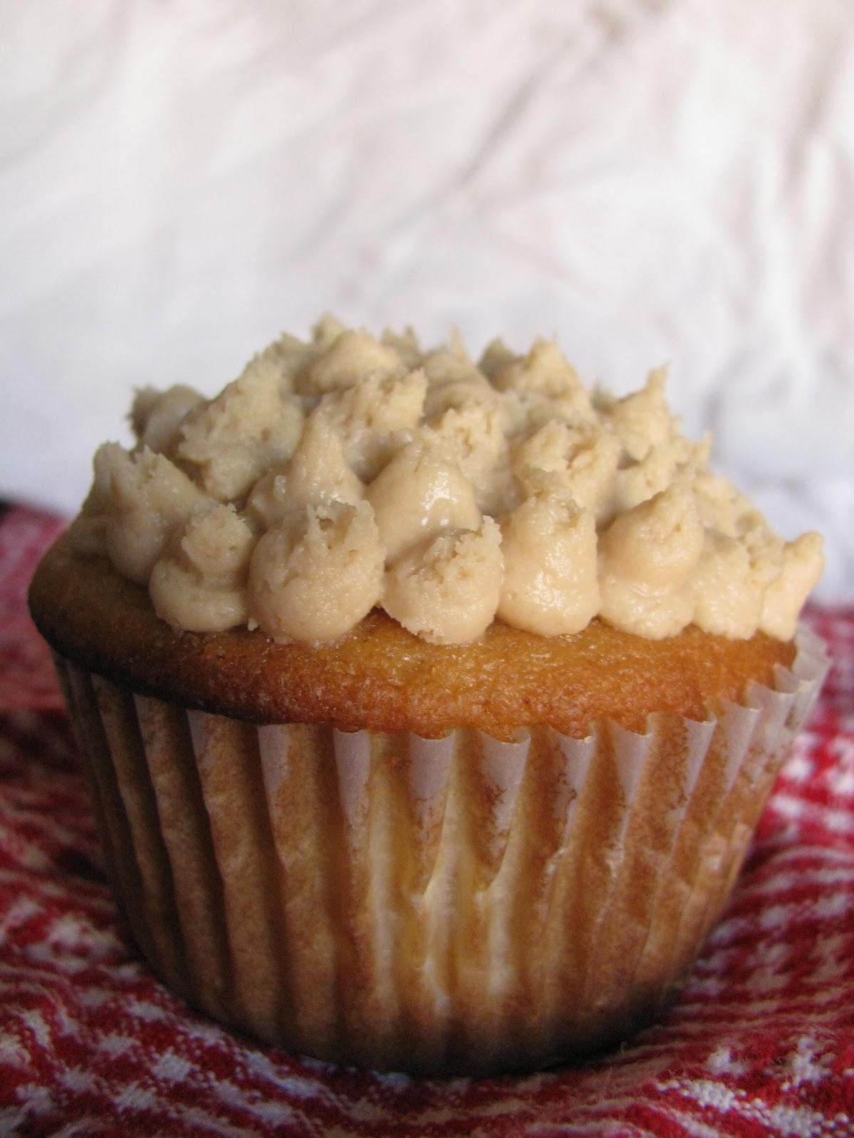Hodge Podge Days: Peach cupcakes with Brown Sugar Cream ...