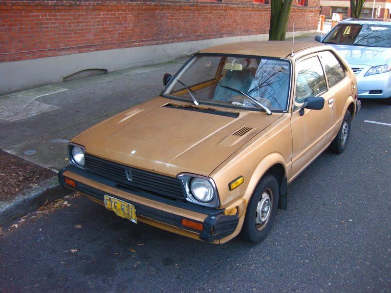 OLD PARKED CARS.: 1982 Honda Civic 1300 Hatchback.