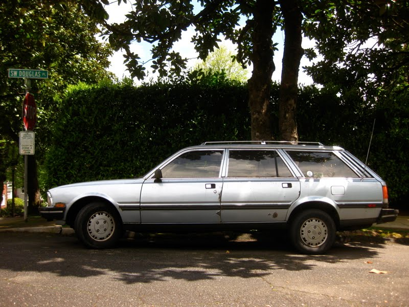 OLD PARKED CARS.: 1984 Peugeot 505 GL Wagon.