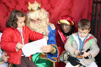 El Cartero Real recibe las cartas de todos los niños en San Ildefonso