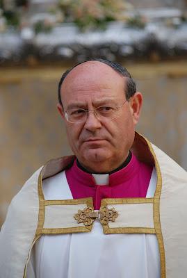 Manuel Pozo da a entender en 'El Cirial' que las cofradías entrarán en la Catedral pero el camino será largo